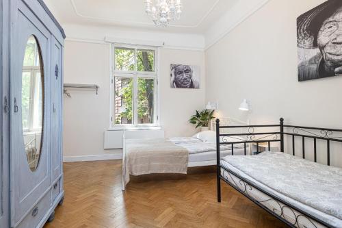 Lova arba lovos apgyvendinimo įstaigoje Modern History Apartment