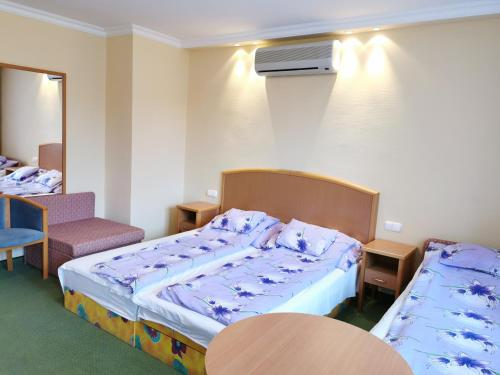A bed or beds in a room at Apartment Pension Rideg Heviz