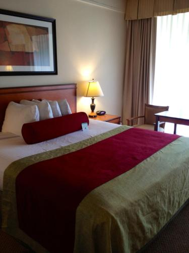 A bed or beds in a room at Mikado Hotel