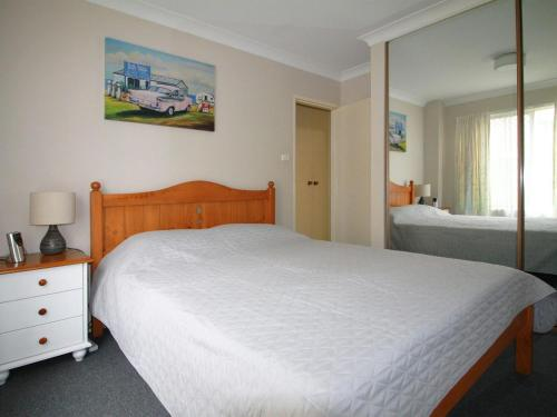 A bed or beds in a room at 9 Braemar- skip hop and jump from everything
