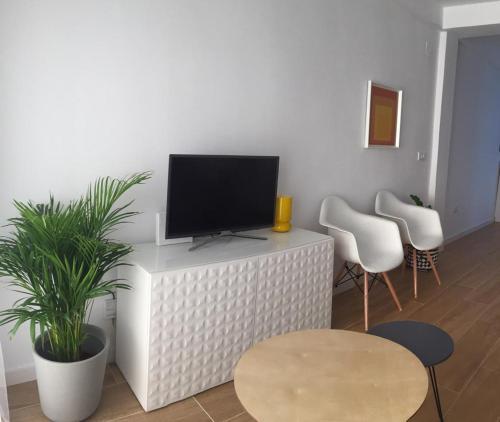 A television and/or entertainment center at Triana con encanto