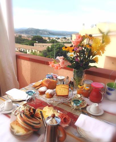 Options de petit-déjeuner proposées aux clients de l'établissement The Roses Garden
