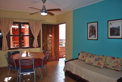A seating area at Apart Hotel El Portico
