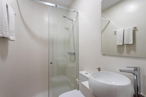 A bathroom at Genteel Home Santa Teresa