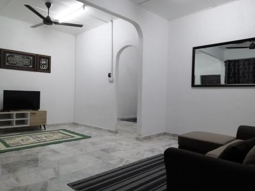 A television and/or entertainment centre at Rumah Kita Homestay @Kulim