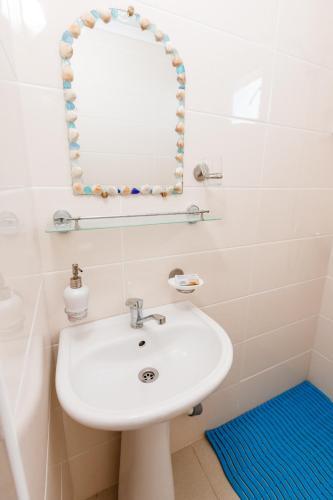 A bathroom at Zvezda