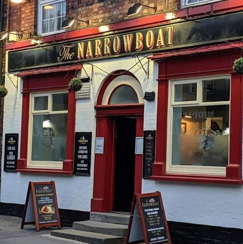 The facade or entrance of The Narrowboat Inn Middlewich