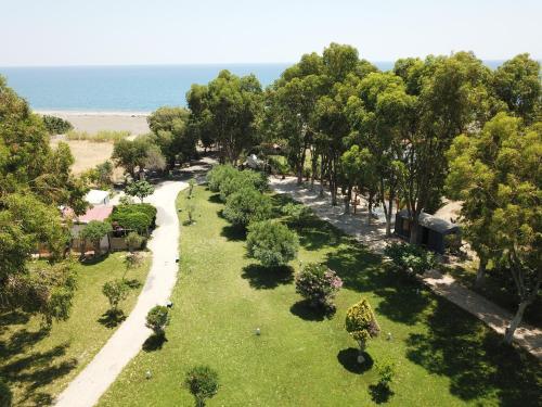 Ett flygfoto av Eco Beach And Magic Garden Hotel