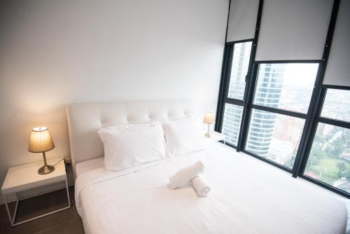A bed or beds in a room at KL Bangsar Sentral PSM BY LUXURY SUITES