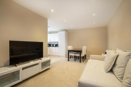 A television and/or entertainment center at Crawford Suites Serviced Apartments