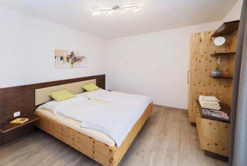 Gulta vai gultas numurā naktsmītnē Ferienwohnungen Am Waldeck