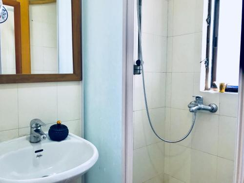 A bathroom at Convenient 4BR Flat In Mong Kok!