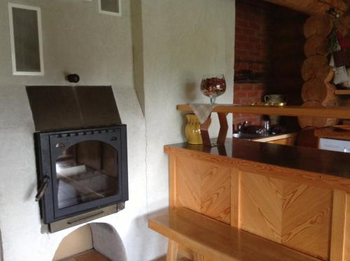 A kitchen or kitchenette at Kastaņas