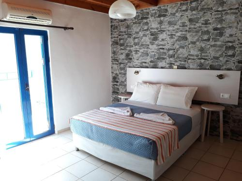 A bed or beds in a room at Loutro Holidays