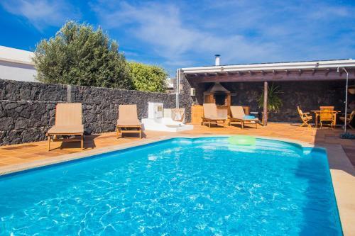 The swimming pool at or near A1 Casas Y Villas juani y juan lanzarote (tomaren) Free WiFi