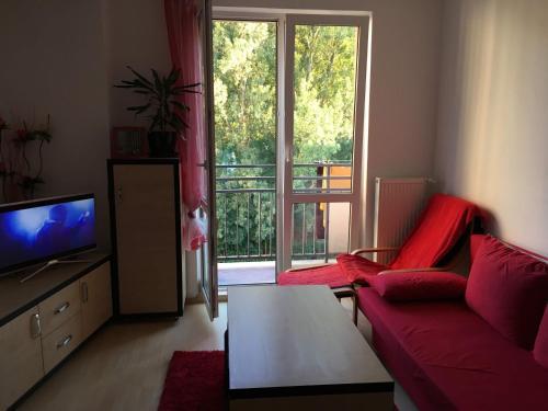 Televízia a/alebo spoločenská miestnosť v ubytovaní 2 izbový byt