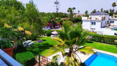 Vista sulla piscina di Apartamento Chay o su una piscina nei dintorni