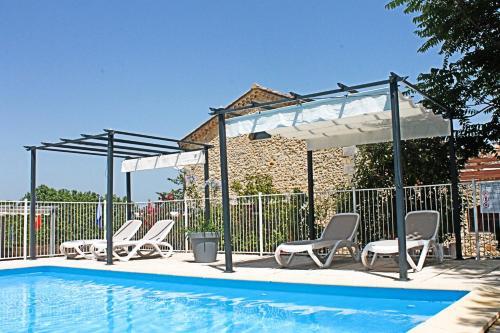 Piscine de l'établissement Mont Bouquet Lodge/Residence Hoteliere ou située à proximité