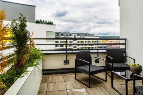 Balkón alebo terasa v ubytovaní The Town Hall Residence -Welcome Home Apartment -free parking -A/C