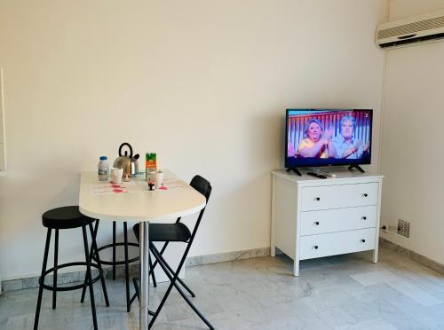 Télévision ou salle de divertissement dans l'établissement Les Appartements De Lina