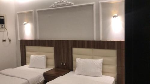 A bed or beds in a room at Rahat Al Hawiyah Apartments 1