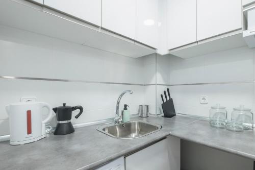 Küche/Küchenzeile in der Unterkunft Your BEST EXPERIENCE old Madrid CHUECA