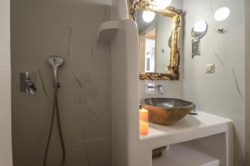 Ένα μπάνιο στο Africanis Suites
