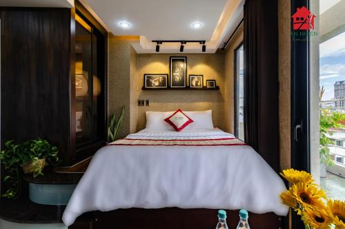 A bed or beds in a room at An Nhien - Nguyen Trai Service Apartment