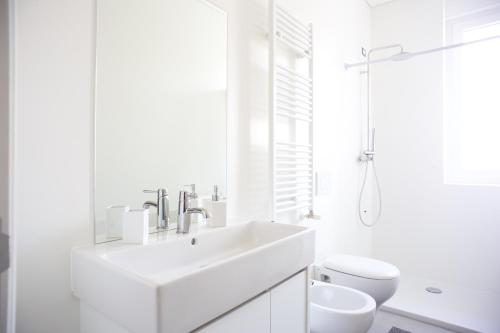 A bathroom at Ba28 Apartments