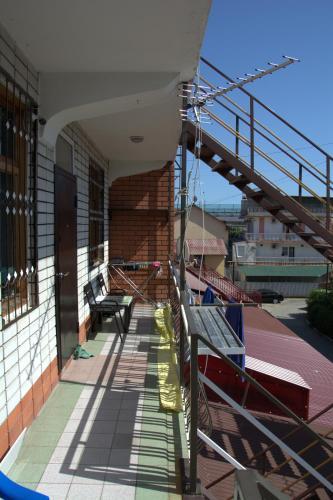 A balcony or terrace at Hostel V Okrug Sveta (Center)