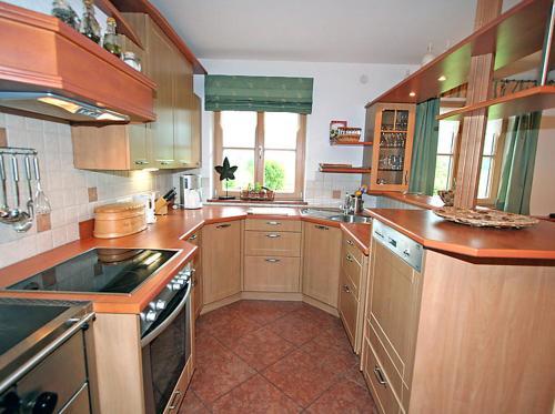 Een keuken of kitchenette bij Ferienhaus Flatscher