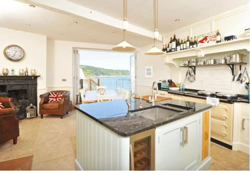 A kitchen or kitchenette at Marina
