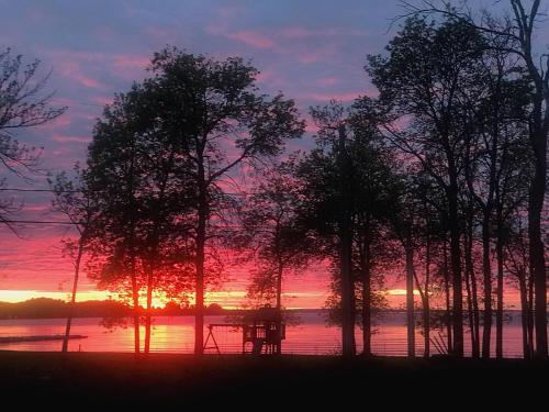 Lever ou coucher de soleil vu de le chalet ou à proximité