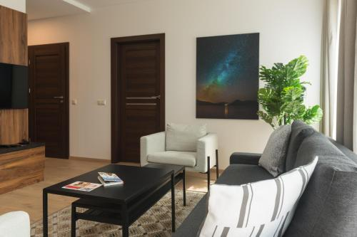 A seating area at Apartment next to Panorama Mall 4