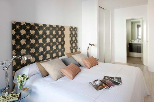 A bed or beds in a room at Eric Vökel Boutique Apartments - Atocha Suites