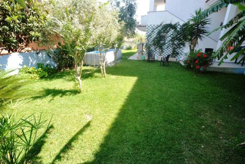 A garden outside Holiday Residence Rifugio