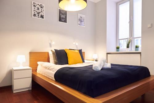 "A bed or beds in a room at Apartments ""Paris"" Warsaw"