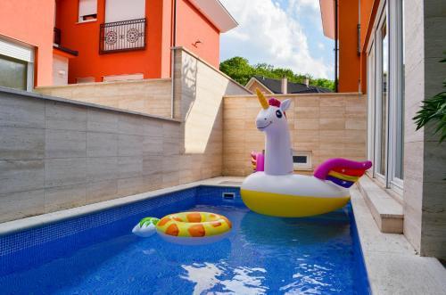 Bazén v ubytování CASA GRANDE nebo v jeho okolí