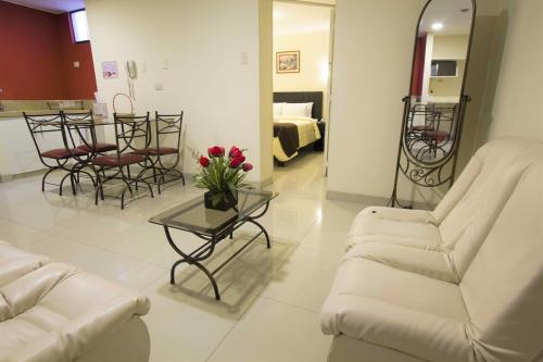 A seating area at Casa Fanning Hotel