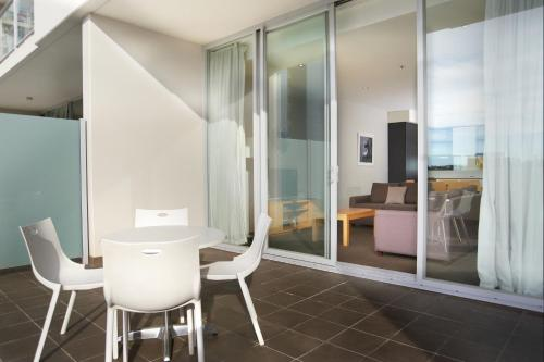 A bathroom at Amity Apartment Hotels