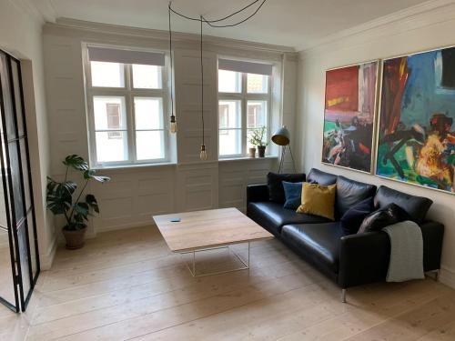 Кът за сядане в Newly renovated and historical preserved apartment
