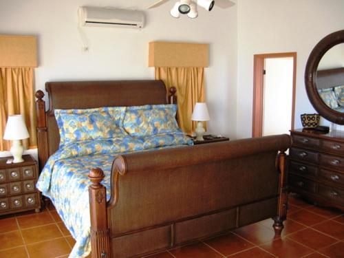 A seating area at Ocean Terrace Condominiums