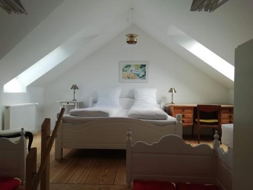 En eller flere senge i et værelse på LatterLy Apartments