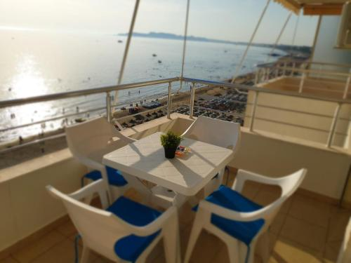 A balcony or terrace at Matin Apartment Sea View