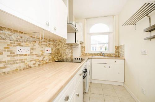 A kitchen or kitchenette at Second av