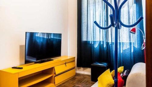 A television and/or entertainment centre at AP Centro/CidadeBaixa
