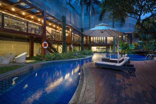 The swimming pool at or near Fraser Suites Hanoi