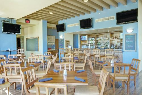 A restaurant or other place to eat at Starr Pass Golf Suites