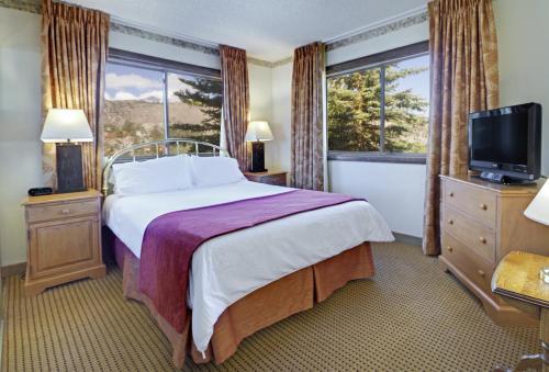 Cama ou camas em um quarto em Heidelberg Inn