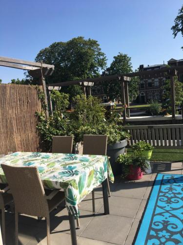 The swimming pool at or near Townhouse in City Centre with terace